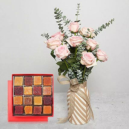 Delicate Love: Flowers With Chocolates
