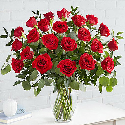 Beautiful 25 Red Roses In Glass Vase: Bouquet Of Roses