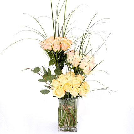 Grandeur Mixed Roses In Vase: Romantic Gifts
