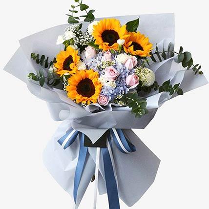 Summer Happiness Floral Bunch: Hydrangeas Flowers
