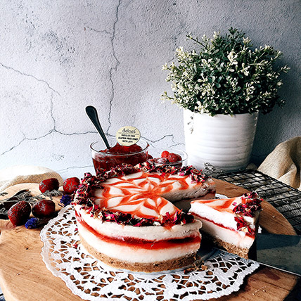 6in Round Strawberry Cheesecake: Eggless Birthday Cakes
