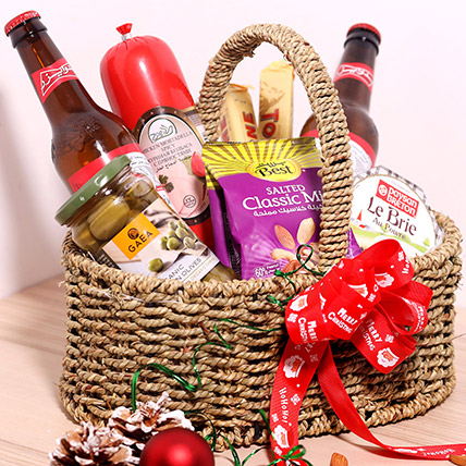 Holiday Snack Basket: Christmas Gift Hampers