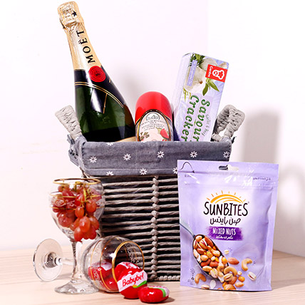 Moet And Chandon Wine Hamper: Flowers And Wine Delivery