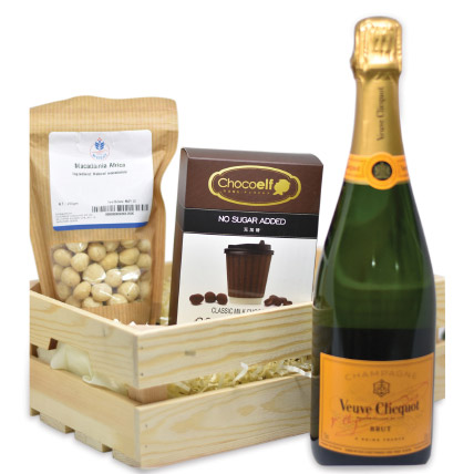Champagne N Roasted Macadamias Hamper: Friendship Day Gifts