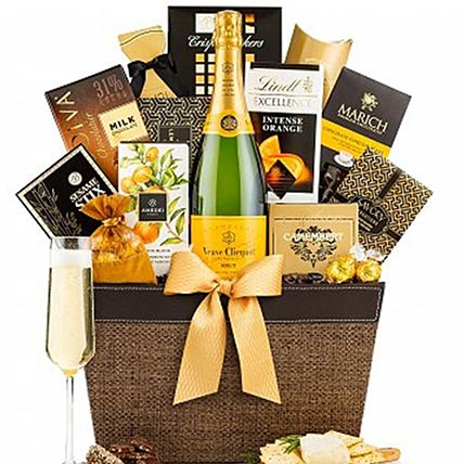 Pleasant Champagne N Snacks Gift Hamper: Gift Hampers