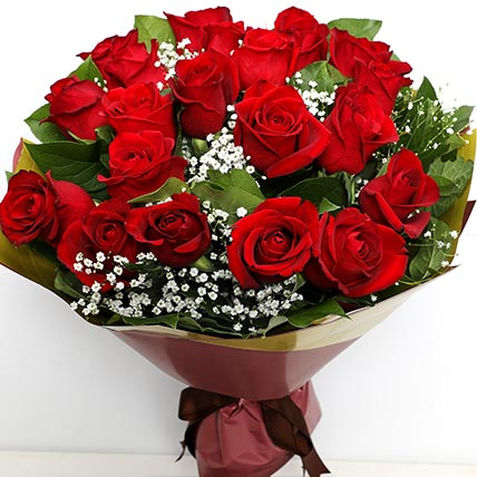 Elegant Bunch Of Roses: Valentines Flowers
