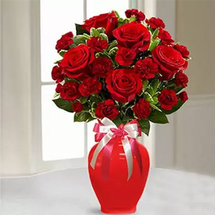 Romantic Red Flowers Vase: White Day Flowers