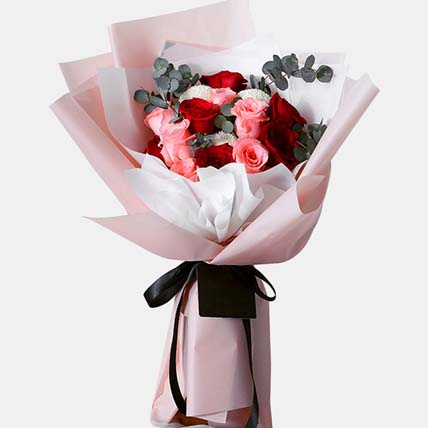 n Love With Roses Bunch: Birthday Flowers