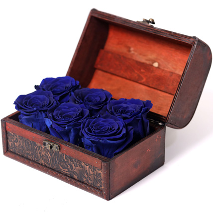 6 Blue Forever Roses In Treasure Box: Personalised Anniversary Gift Ideas