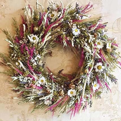 Beautiful Dried Flower Wreath: Christmas Wreaths