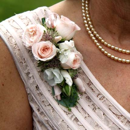 Beautiful Flowers boutonniere: Corsage Flowers