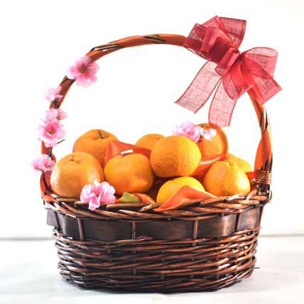 Bright Oranges Basket For New Year: Gift Hampers