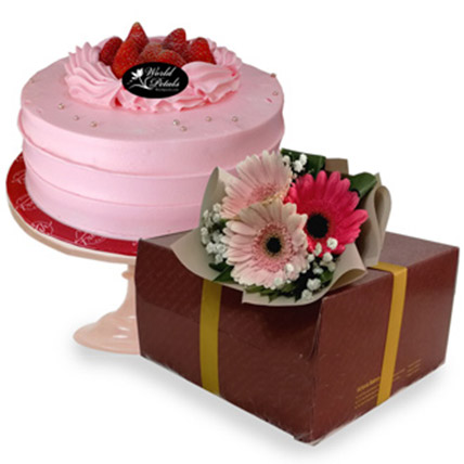 Strawberry Cake: Gift Delivery in Malaysia