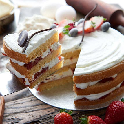 Victoria Sponge Cake 1 Kg
