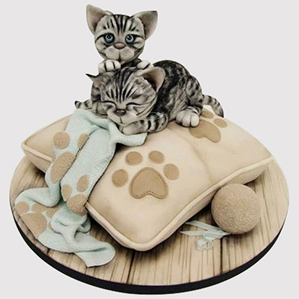 Adorable Cats Vanilla Cake